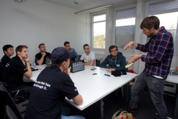 HACK AND HARVEST Teamsitzung beim Projekt Smart green